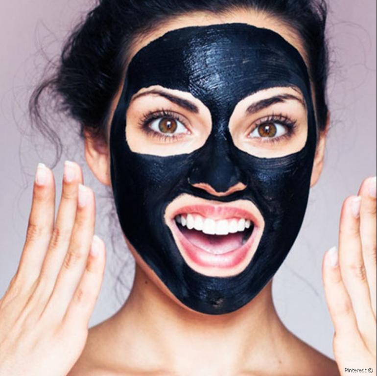 ماسك الفحم لتبييض الوجه