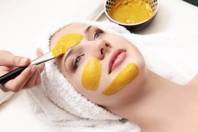ماسك الكركم لتبييض الوجه وازالة البقع